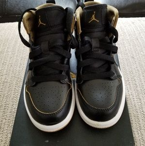 Little boy Jordan 1s size 11
